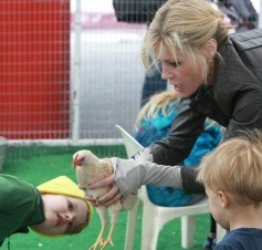Julie Bowen Visits The Petting Zoo With Her Boys