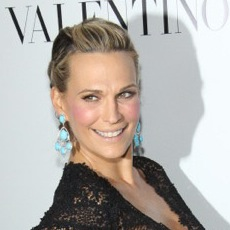 Pregnant Molly Sims Walks The Red Carpet At Valentino 50th Anniversary Event