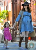 Alyson Hannigan and Satyana @ the Brentwood Market