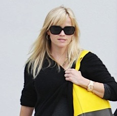 Reese Witherspoon Runs Errands in LA!