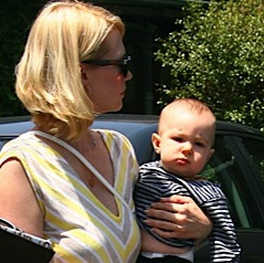 January Jones Lunches With Her Little Man!