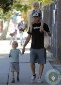 Liev Schreiber with sons Sasha & Sammy at the market in LA