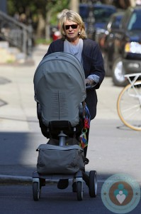 Martha Stewart with granddaughter Jude in stokke Xplory