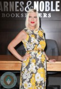 Tori Spelling at Barned & Noble