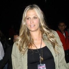 Molly Sims Takes In The Coldplay Concert