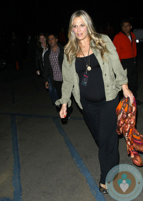 Pregnant Molly Sims Leaving the Coldplay concert MAy 1
