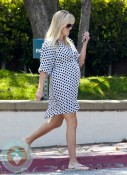 Pregnant Reese Witherspoon, LA