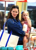 jennifer garner, seraphona Affleck at the farmers market