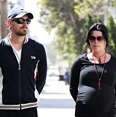 Neve Campbell & J.J. Feild Enjoy A Morning Stroll!