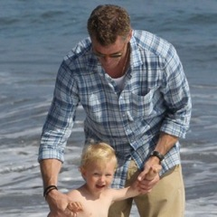 Rebecca Gayheart and Eric Dane Play in The Surf With Billie!