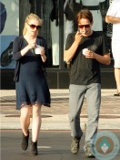 Pregnant Anna Paquin and Stephen Moyer grabbing ice cream