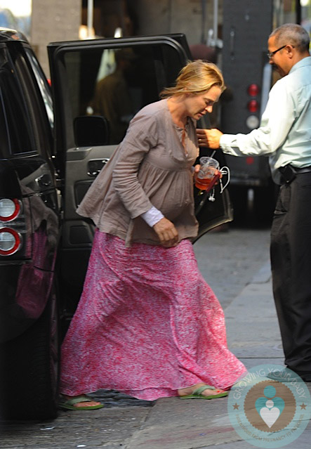 Pregnant Uma Thurman Out In Nyc 2 Growing Your Baby