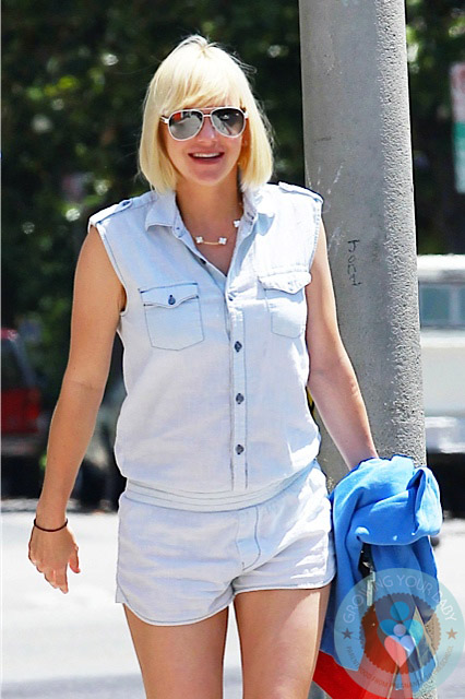 pregnant Anna Faris out in LA 2 - Growing Your Baby