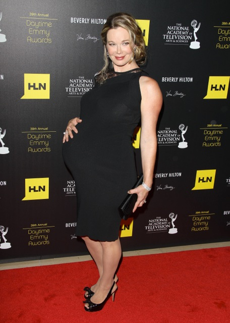 Pregnant Jennifer Gareis At 2012 Emmy Awards Growing