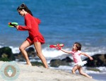 Alessandra Ambrosio, water fight Anja Mazur beach