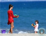 Alessandra Ambrosio, waterfight with daughter Anja Mazur @ the beach