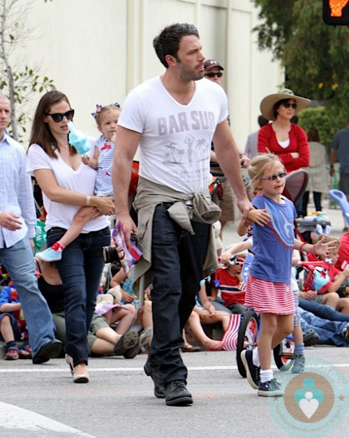 Ben Affleck, Violet Affleck, Jennifer Garner, SEraphina Affleck @ the 4th of July Parade