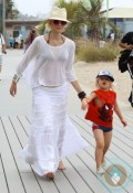 Gwen Stefani & Zuma Rossdale @ the beach Santa Monica