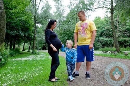 MARIA KRISTENSEN her son Luke and partner KENT SORENSEN 500x333 Amateur Surgeon Adult Swim Television Advert