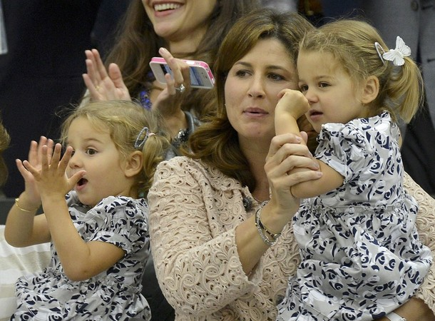 Mirka-Federer-watches-husband-Roger-Fede
