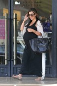 pregnant kourtney kardashian, shopping Barneys