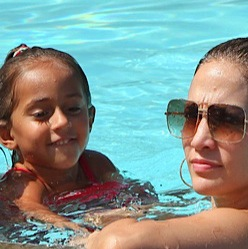 Jennifer Lopez Lounges Poolside With Her Twins!