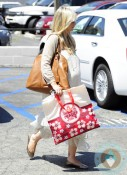 A Very Pregnant Sarah Michelle Gellar Goes Shopping