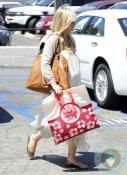 A Very Pregnant Sarah Michelle Gellar Goes Shopping