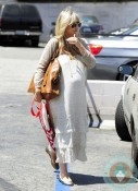 A Very Pregnant Sarah Michelle Gellar Goes Shopping 2