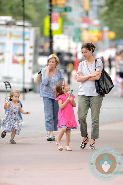 Amanda Peet grabs ice cream with her daughter Molly And ...