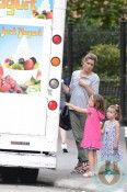 Amanda Peet grabs ice cream with her daughter Molly & Francis Benioff