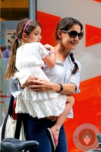 Katie Holmes out with daughter Suri Cruise MOMA