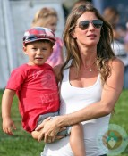Pregnant Gisele Bundchen with son Benjamin Brady Patriots training camp