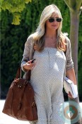 Pregnant Sarah Michelle Gellar out in La