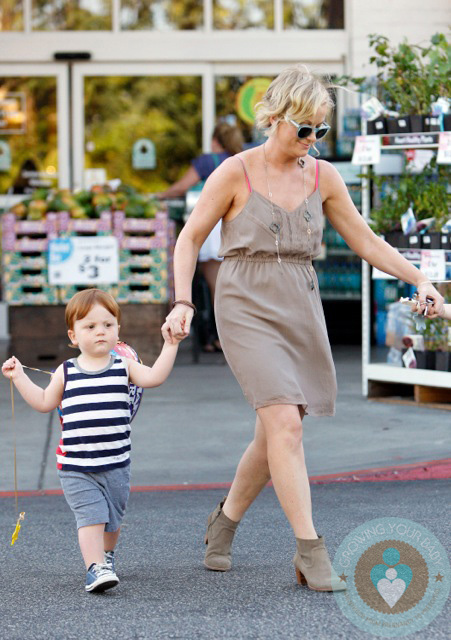 Amy Poehler Out With Son Able Growing Your Baby