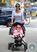 Bethenny Frankel with daughter Bryn Hoppy in a 4moms Origami