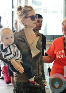 Kate Hudson and Bingham at the toronto airport