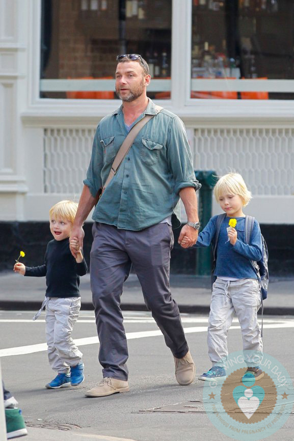 Photo of Naomi Watts & her Son  Alexander Pete Schreiber