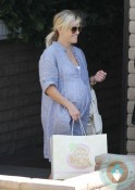 Pregnant Reese Witherspoon out in LA shopping