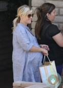Pregnant Reese Witherspoon shops in LA