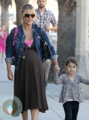 Pregnant Sarah MIchelle Gellar with daughter Charlotte Prinze