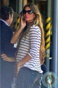 pregnant Gisele Bundchen enjoys lunch at Bar Pitti