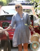 pregnant Reese Witherspoon out shopping