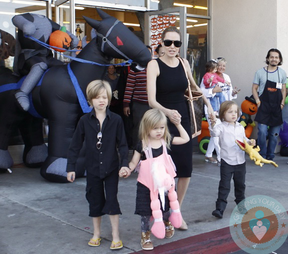 Angelina Jolie out shopping with her kids Shiloh, Vivienne ... Angelina Jolie Kids