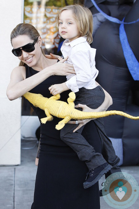 Angelina Jolie Takes Her Kids Shopping For Halloween