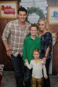 David Boreanaz, wife Jamie, son Bardot (3) and daughter Jaden Holiday Photo - photographer NoahGraham