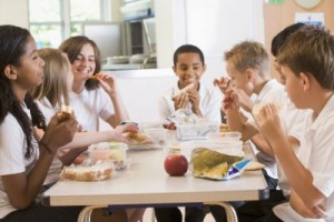 kids eating lunch school