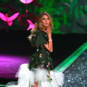 Heidi Klum Walks The Runway For Victoria's Secret Just 6 Weeks Post Baby!
