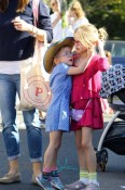 Bespectacled sisters Violet and Seraphina Affleck help mom Jennifer Garner shop at the farmers market in Los Angeles