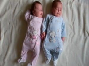 UK Twins Hannah & Thomas